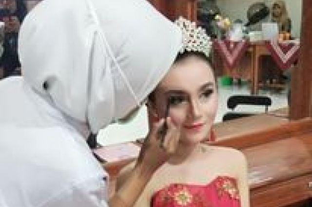 5 Tata Kecantikan Kulit dan Rambut SMK YAPEK Gombong