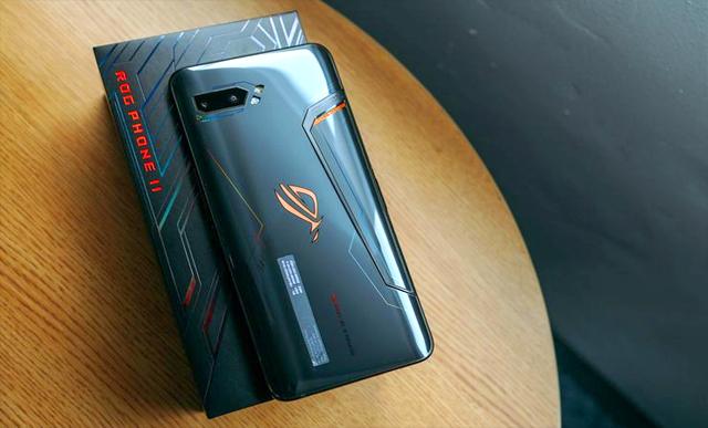 Mengintip Isi Kemasan Asus ROG Phone II